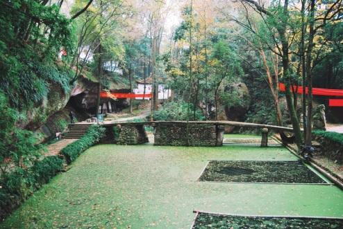 urokliwy klasztor ukryty na wzgórzach Lishui