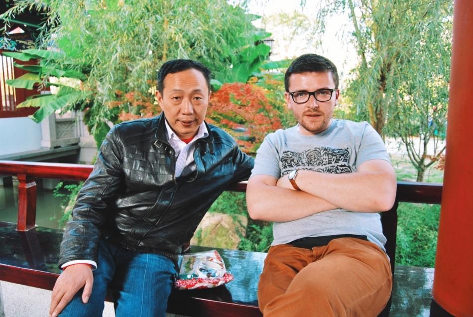 dwa odludki ponownie spotykają się w Lishui - pochodzący z Anhui Mr.Huang i Polak - Mr.Wesolowski