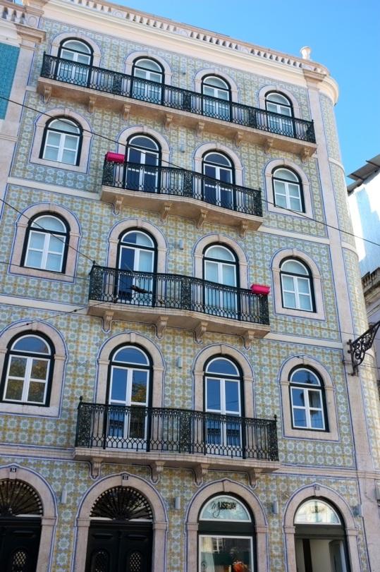 płytki na fasadzie budynku