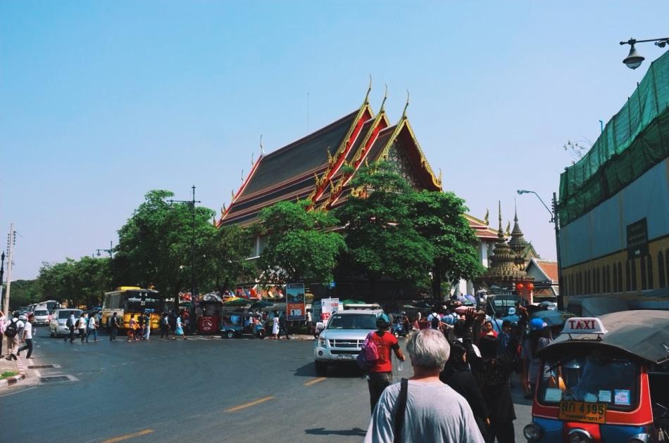 Wat Bo widziane z ulicy