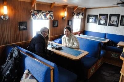 filipińska załoga MS Langoysund - Madzia z nową koleżanką pracującą na statku