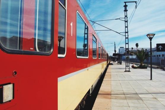 pociąg z Fezu do Rabatu