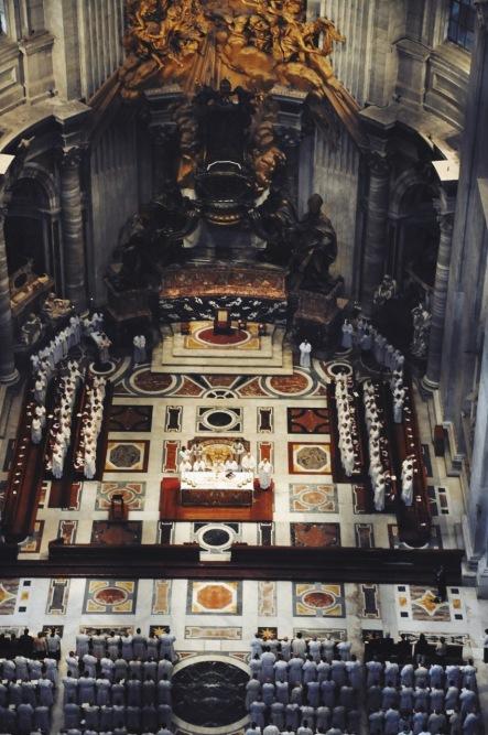 msza w bazylice widziana spod kopuły
