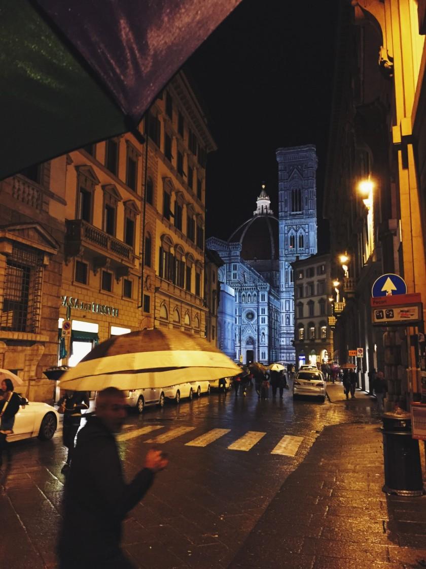 nocne spacery pod parasolem