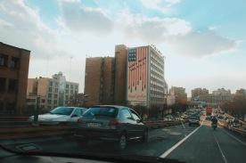 jeden z bloków w centrum Teheranu i pobożne życzenie, by USA w końcu upadły