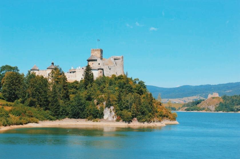 Zamek w Niedzicy widziany z zapory