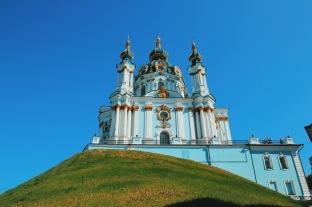 cerkiew św. Andrzeja widziana z dołu Andrijewskiego uzwiza