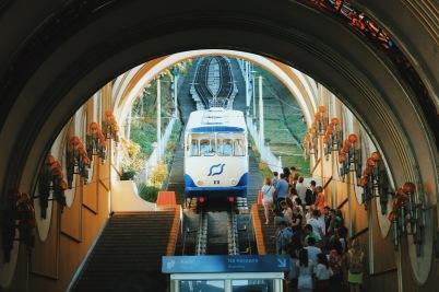 Kijowski Padół, Funicular jadący tuż pod sobór św. Michała Archanioła